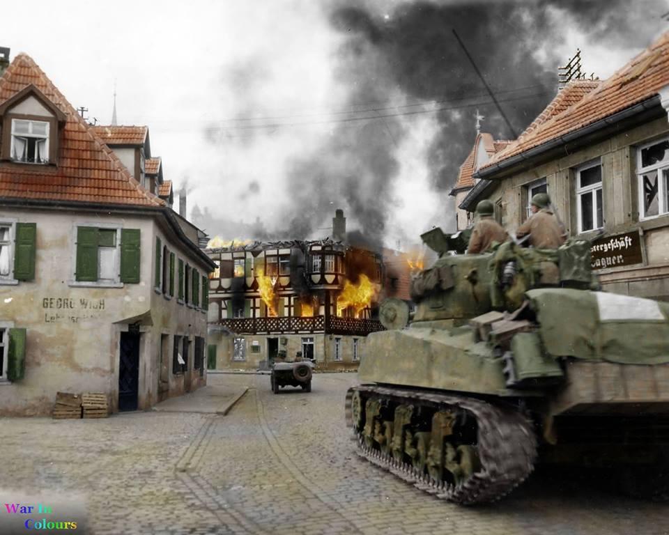 M4A3 dans Kronach en feu (12 avril 1945)
