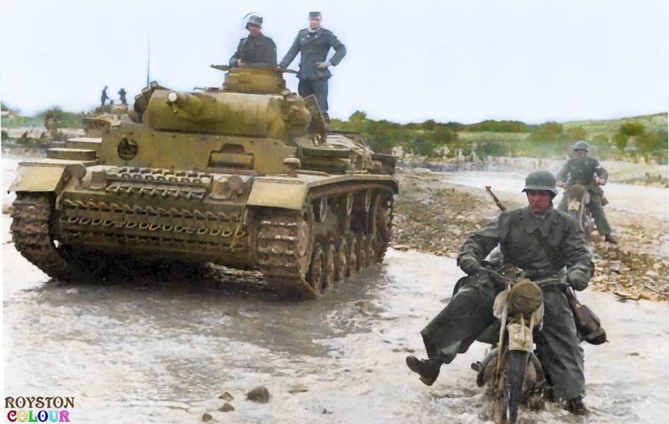 Panzer III et 2 motards allemands (20 janvier 1943)