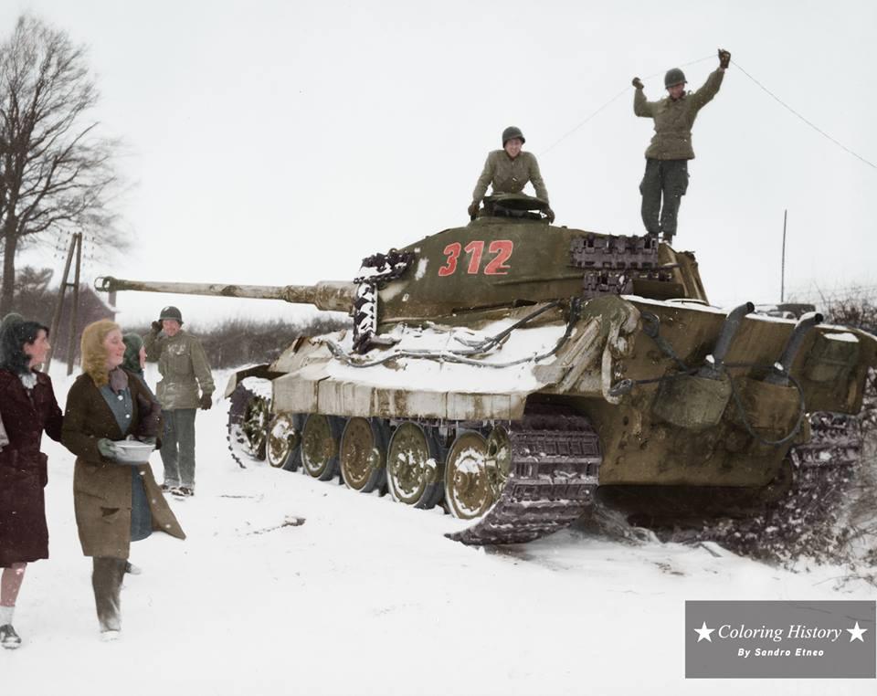 Inspection d'un Tigre II (début 1945)