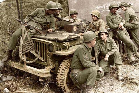 Américains écoutant la radio (4 octobre 1944)