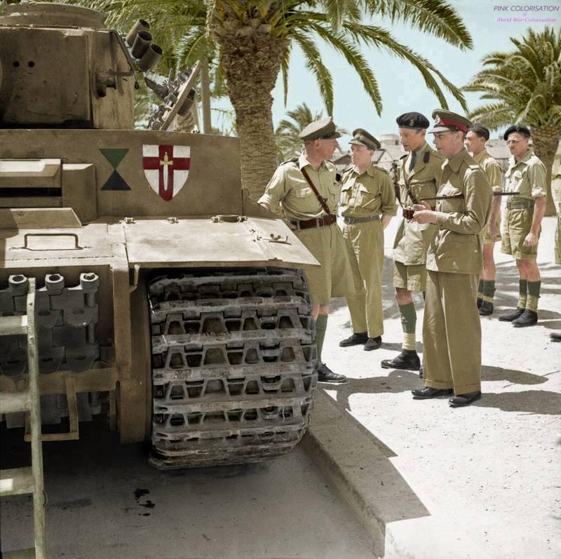 Inspection d'un Tigre par le Roi George VI (juin 1943)
